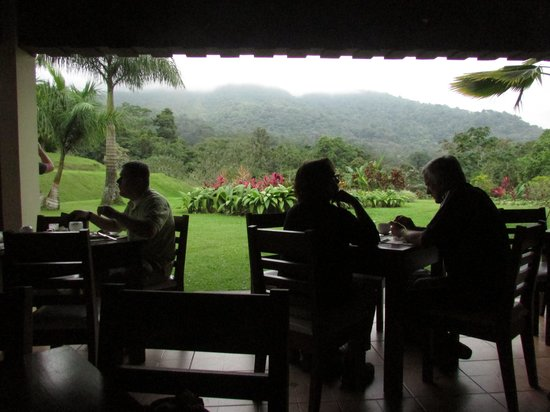 Hotel Lomas del Volcan: Love the open air restaurant!