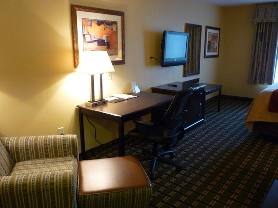 Comfort Inn Marion: Plenty of space, nice TV