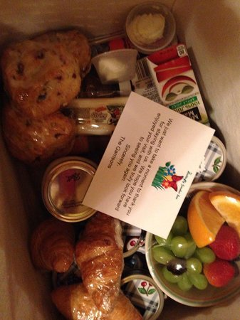 The Butterfly Garden Inn : Breakfast Basket