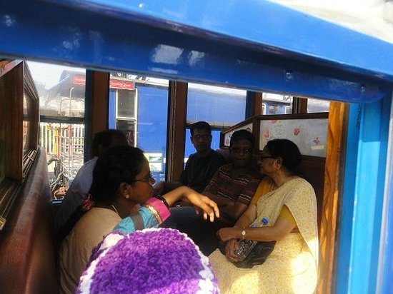 Nilgiri Mountain Railway : Ooty to MTP 2S (5 + 5 seats) - Inside view