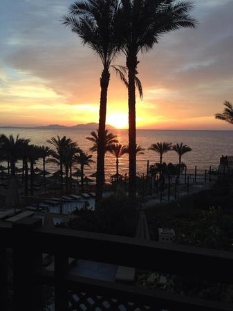 The Grand Hotel Sharm El Sheikh : sunrise from our window