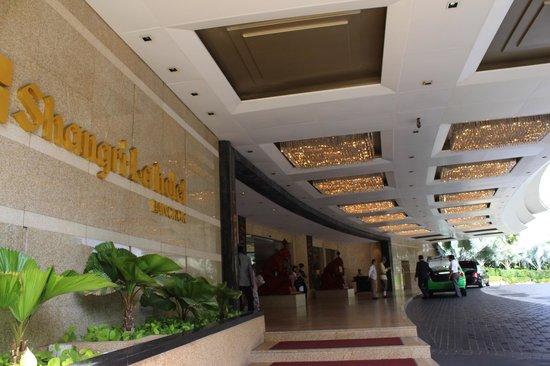 Shangri-La Hotel,Bangkok : hotel entrance