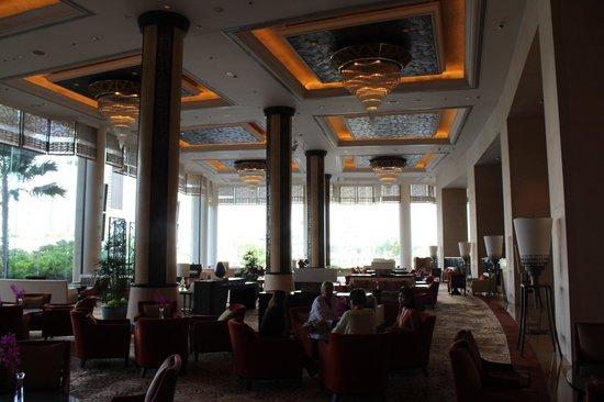 Shangri-La Hotel Bangkok: lounge area