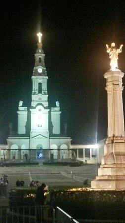 Basilica of Nossa Senhora do Rosário de Fátima: Veduta notturna del Santuario.