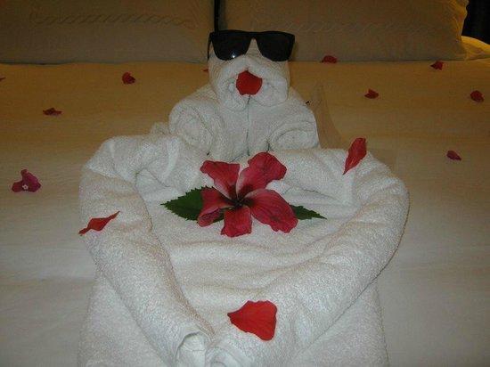 Sandals Ochi Beach Resort: Surprise towel art from our butlers