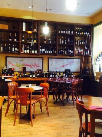 cave wilson: Salle de restaurant
