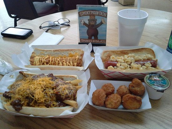 Smoky Mountain Shakes N Dawgs: Died and gone to hot dawg heaven.