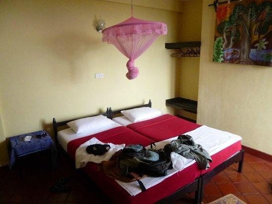 Gem Inn II - Guest House: Zimmer