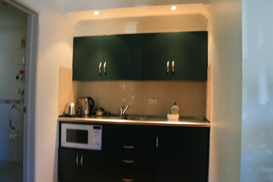 Colombo in the City: neat kitchenette