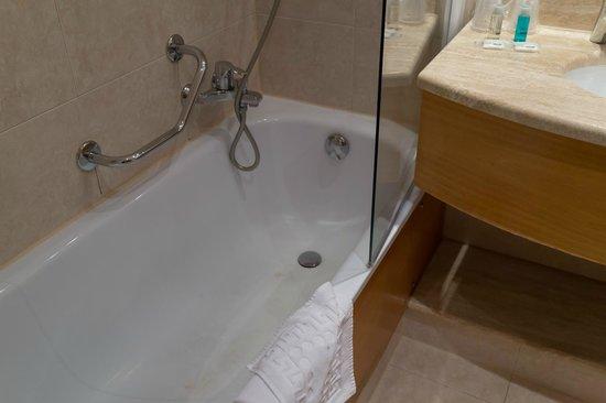 Hôtel l'Elysee Val d'Europe : バスルーム