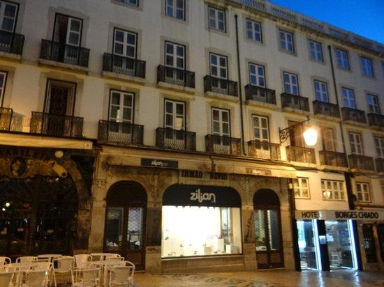 Hotel Borges Chiado : Puerta principal
