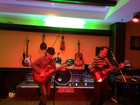 Harp Bar : Live music at the harp