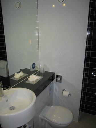 Holiday Inn Express Sheffield City Centre: Bathroom