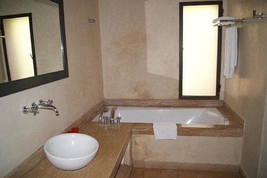Adama Resort: salle de bains