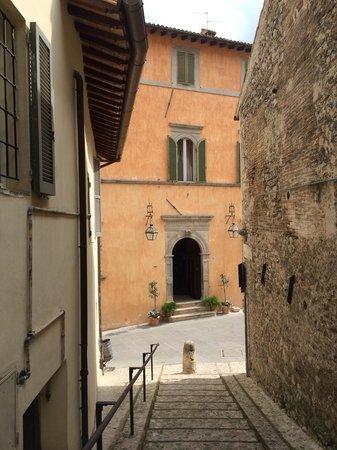 Palazzo Dragoni: Ingresso