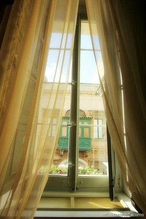 Palazzo Prince D'Orange Luxury Suites: window