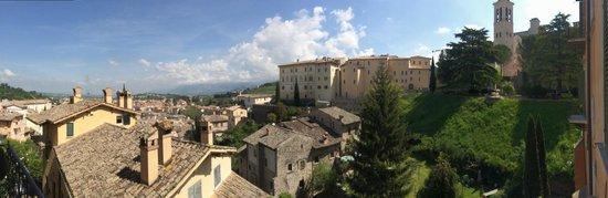 Palazzo Dragoni : Panorama dalla stanza 1