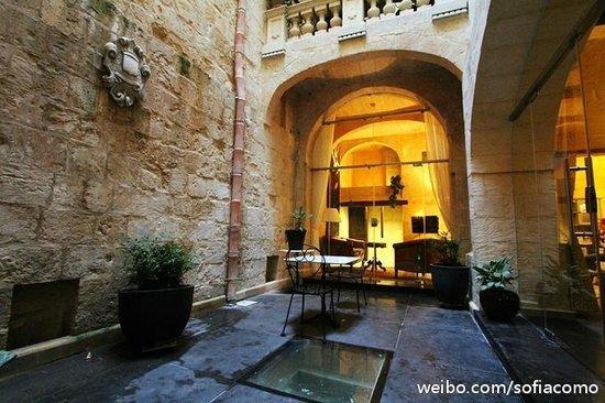 Palazzo Prince D'Orange Luxury Suites: cortyard