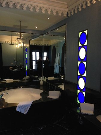 Riad Lotus Privilege: Bath area in Blue Suite