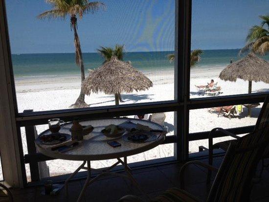 Tiki On The Beach: Breakfast