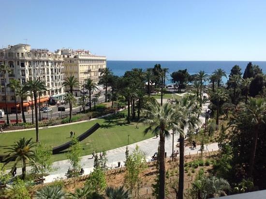 B4 Plaza Nice: Gardens and sea