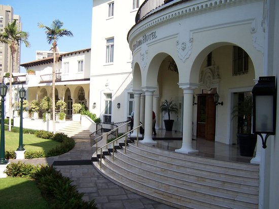 Country Club Lima Hotel: Front of hotel