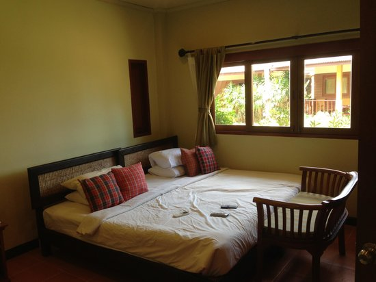 The Lipa Lovely Beach Resort: Room 302