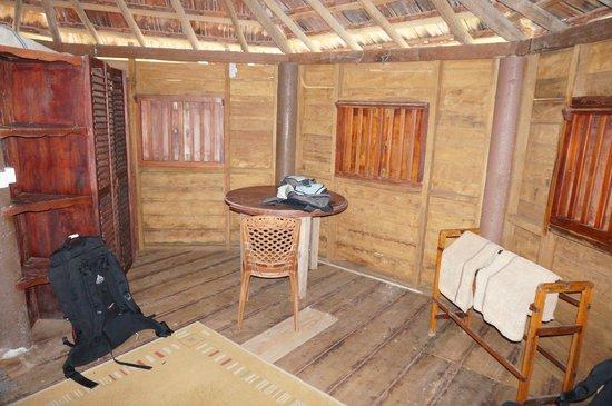 Calm Rest Guest House Mirissa: Bungalow innen