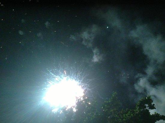 The Lipa Lovely Beach Resort: Dinner fireworks