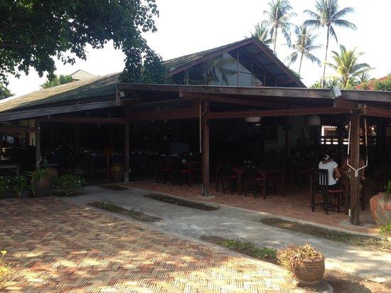 The Lipa Lovely Beach Resort: Open air restaurant (big jhon)