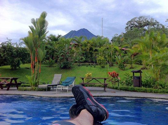 Arenal Volcano Inn: Vista desde la piscina