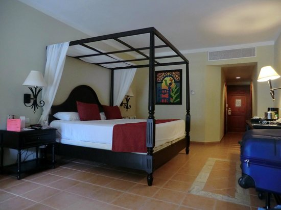 Luxury Bahia Principe Ambar : other side of the room