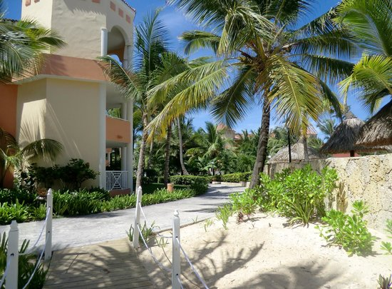 Luxury Bahia Principe Ambar : Walk to the beach