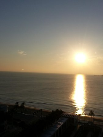 W Fort Lauderdale: The sunrise from our balcony