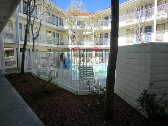 Motel 6 Sunnyvale North: Inner courtyard