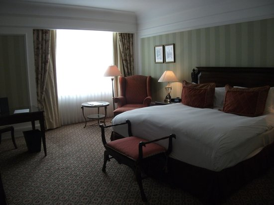 Powerscourt Hotel, Autograph Collection : Our room with king bed