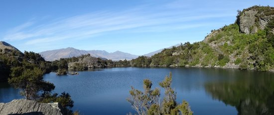 Eco Wanaka Adventures : Panorama of the lake on the island.