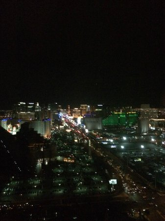Four Seasons Hotel Las Vegas: Night time view from room (Strip View King)