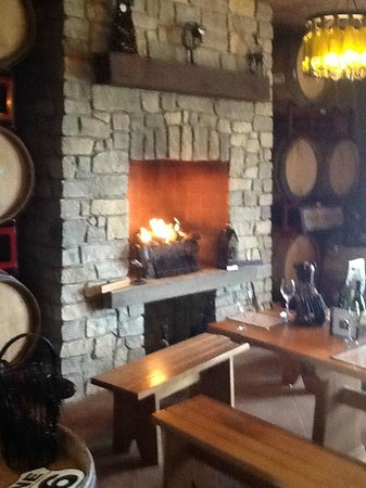 Magnus Ridge Winery : Seneca Lake New York