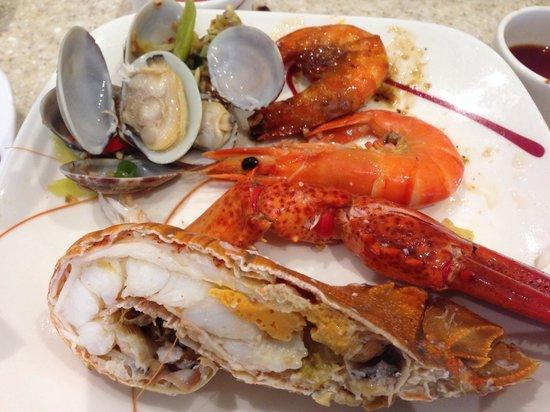 Carousel Buffet, Royal Plaza on Scotts: Delightful seafood galore!
