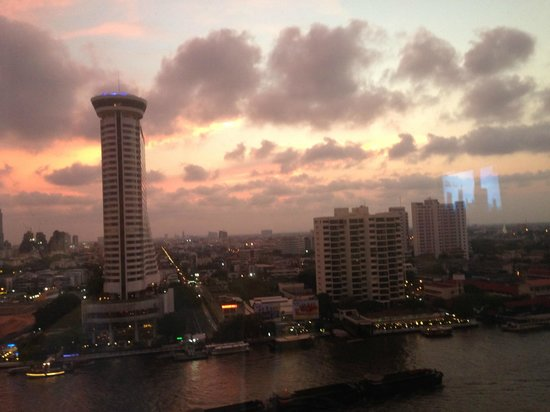 Royal Orchid Sheraton Hotel & Towers: Beautiful views over the river