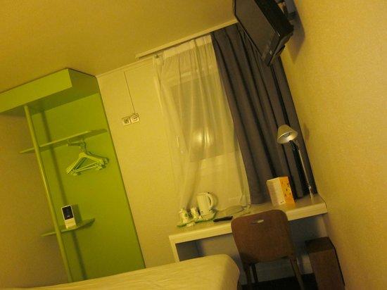 Campanile Paris Ouest - Nanterre - La Defense: Room view