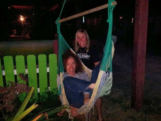Si Como No Inn: Swinging on a hammock while drinking wine.