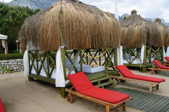 Renaissance Antalya Beach Resort & Spa: Transats privatifs