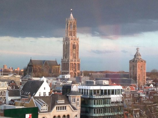 Catedral (Domkerk) y Torre de la Catedral (Domtoren): Domkerk en Domtoren gezien vanuit het nieuwe Vredenburg (en de Buurkerk met museum Speelklok). U