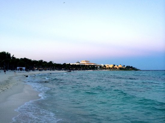 Barcelo Maya Colonial: Tropical beach at night, facing the Palace