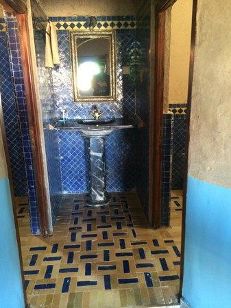 Hotel Nomad Palace: Bathroom
