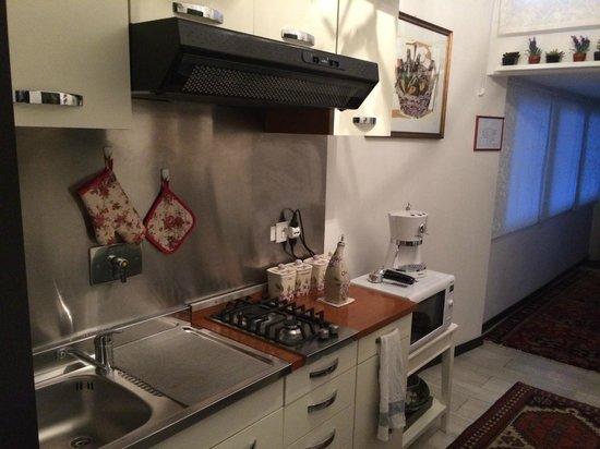 Roma Central Guest House : Cozinha comum funcional