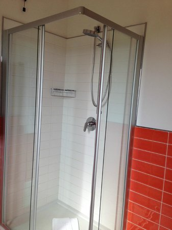 Cala Rosa Club Hotel: Great shower in the newly updated bathroom