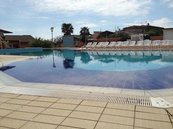 Cala Rosa Club Hotel: The pool area...with zero depth